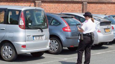 外国司机的无偿停车罚款离开议会的口袋